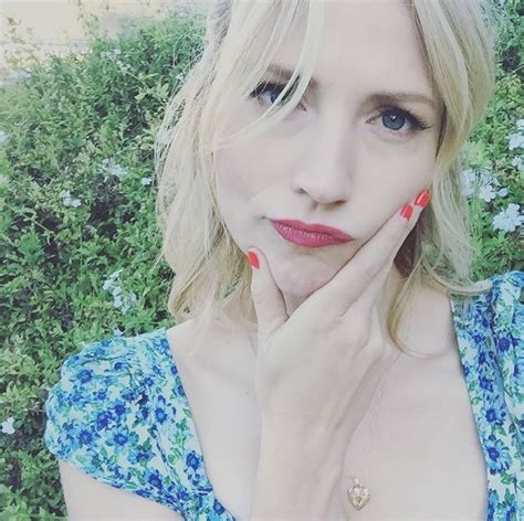 25 Pictures of American Actress Beth Riesgraf   Peanut Chuck - Chuckin' Peanuts